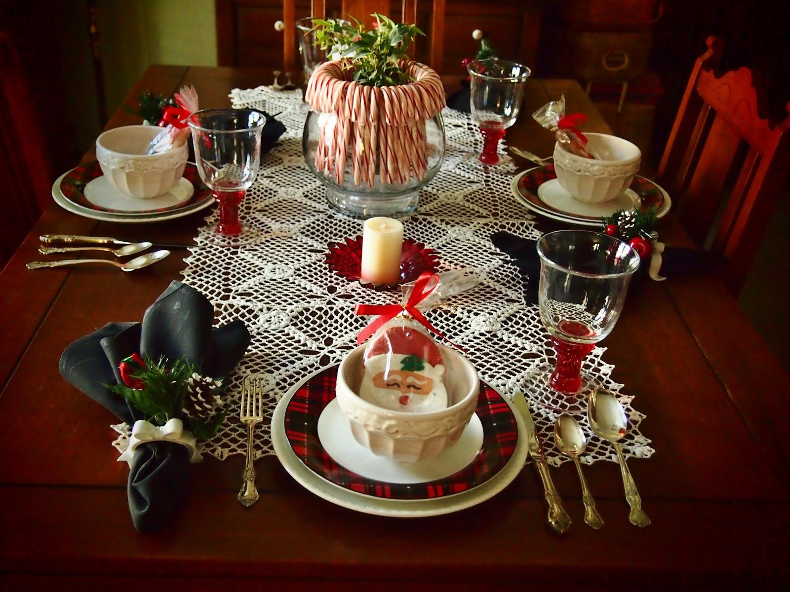 Декоративные элементы для сервировки стола на Новый год