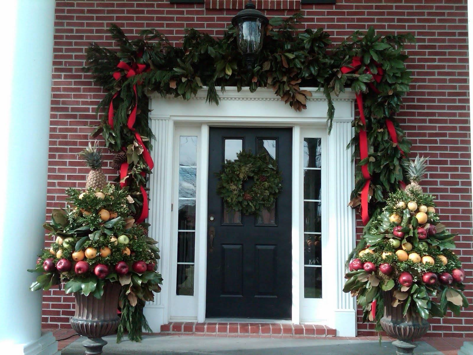 Новогодние композиции на двери