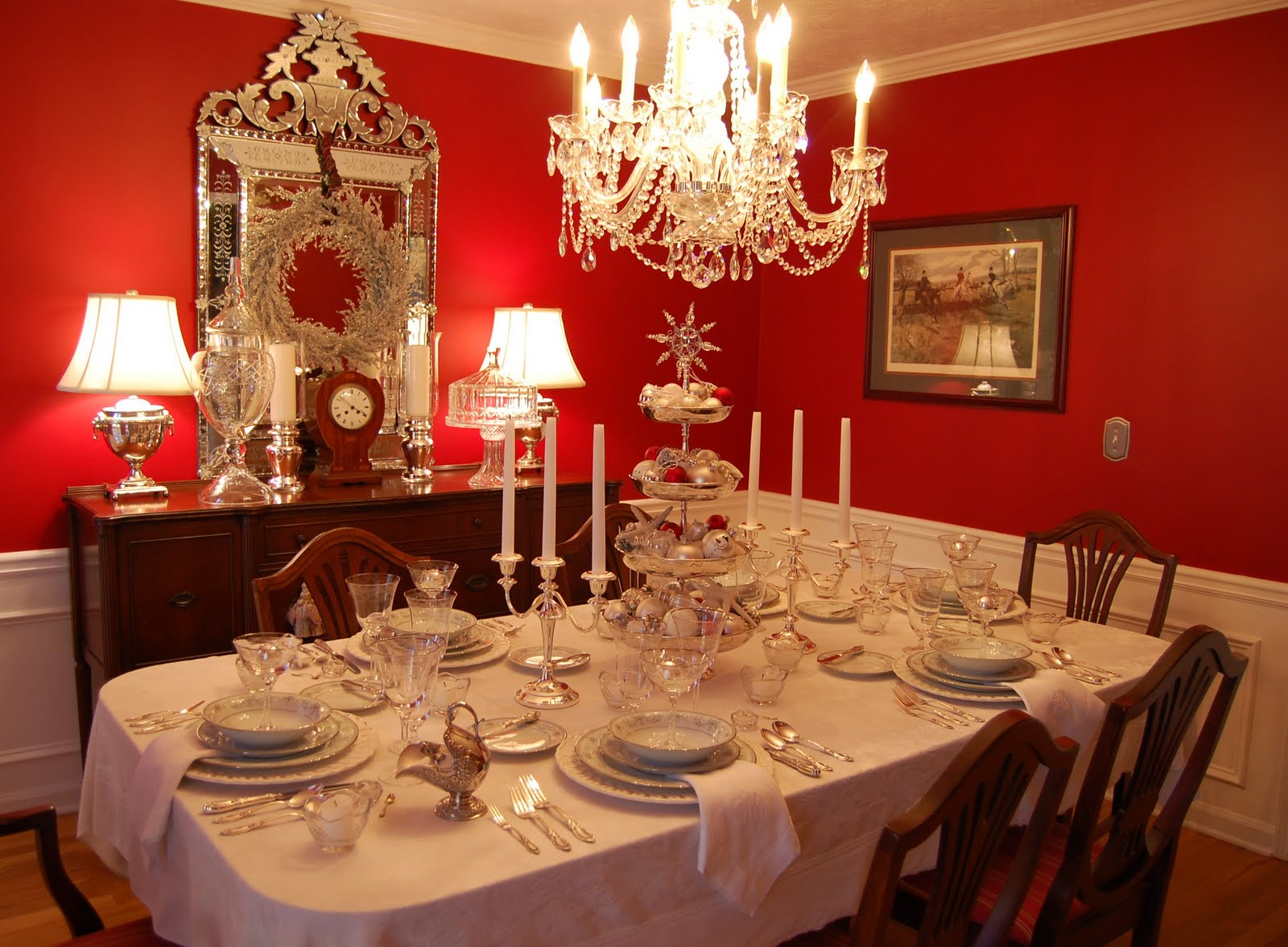 Новогодний стол в классическом стиле