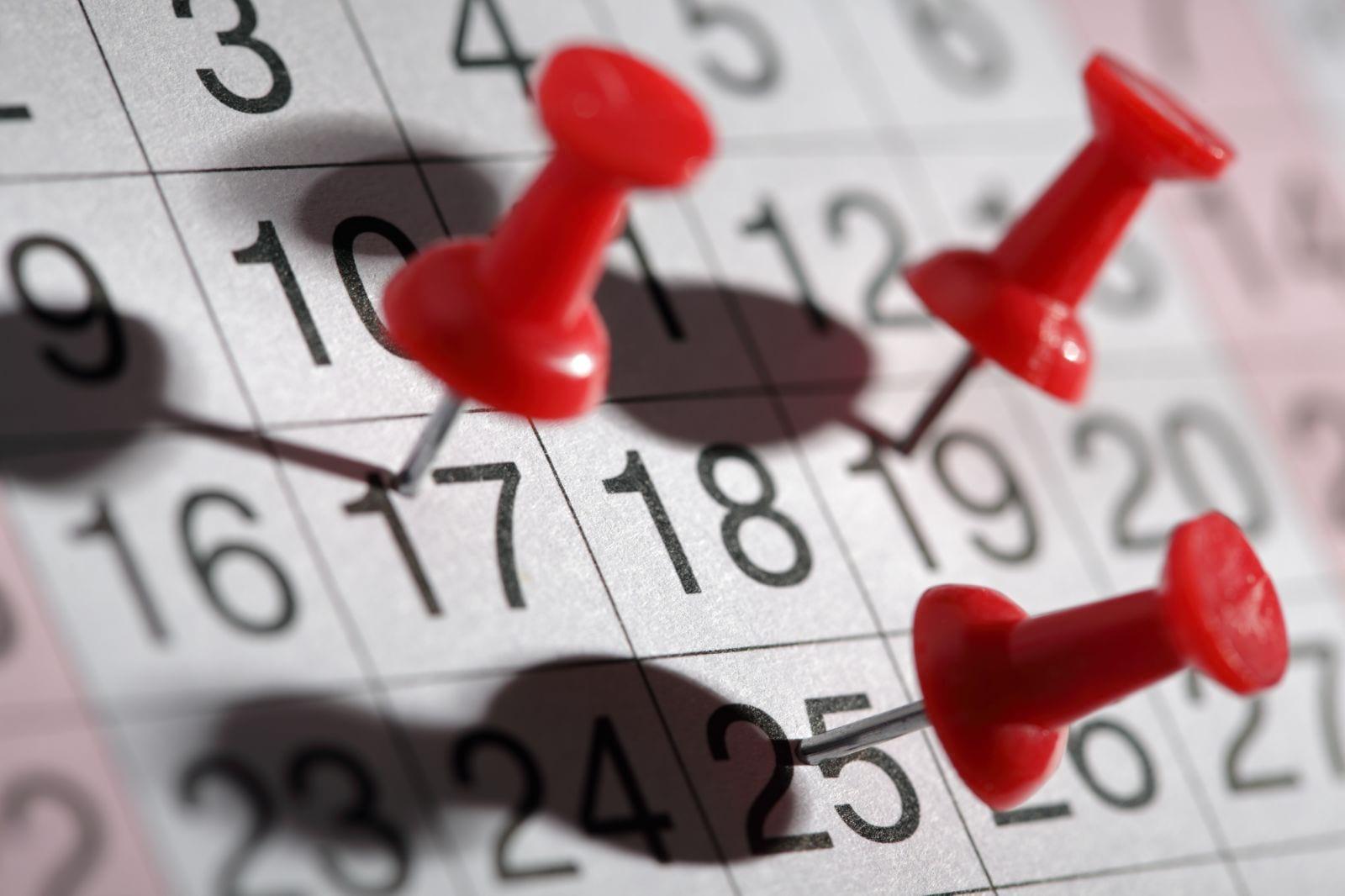 Считаются ли праздники в отпуск?