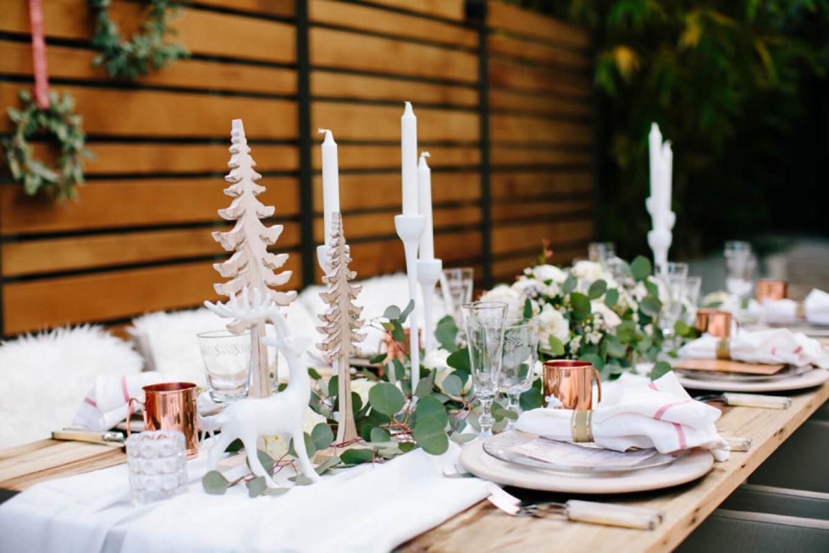 Сервировка новогоднего стола в скандинавском стиле