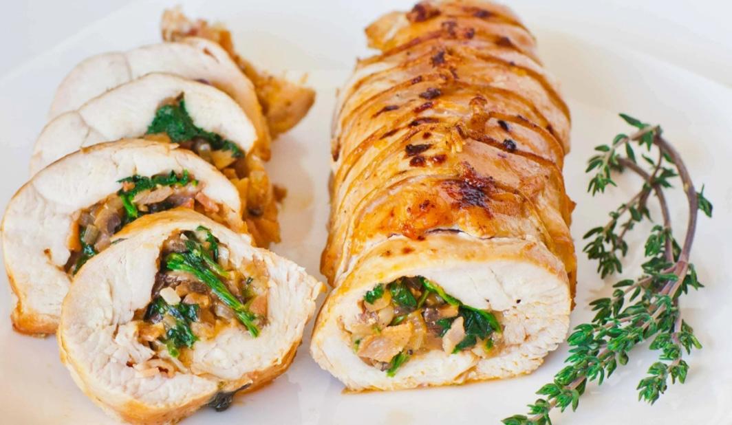 Рулет из курицы и другие горячие блюда на Новый 2022 год