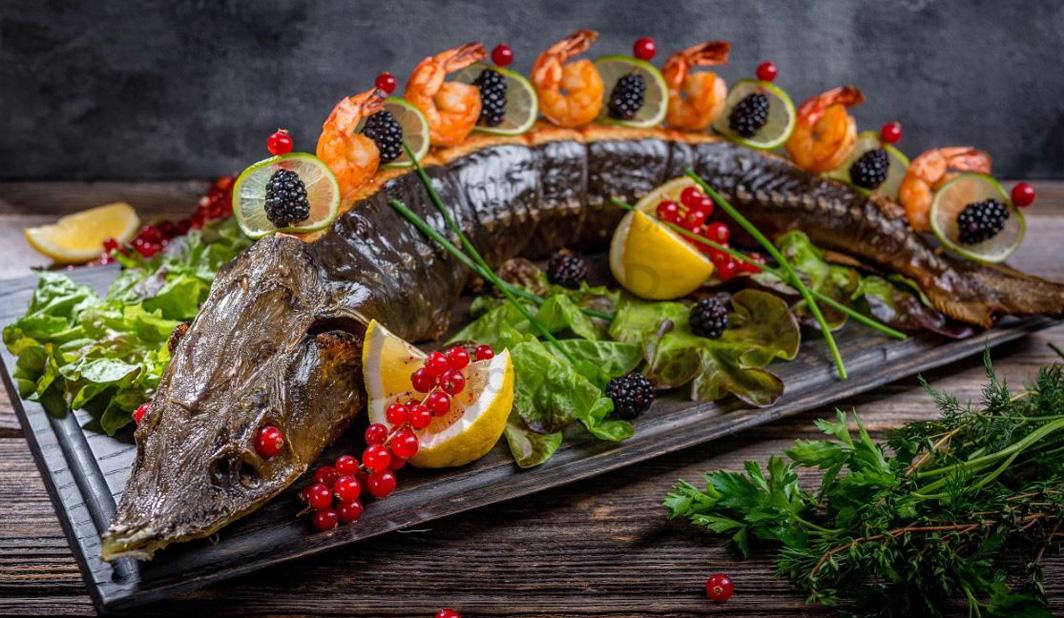 Запеченный осетр и другие горячие блюда на Новый 2022 год