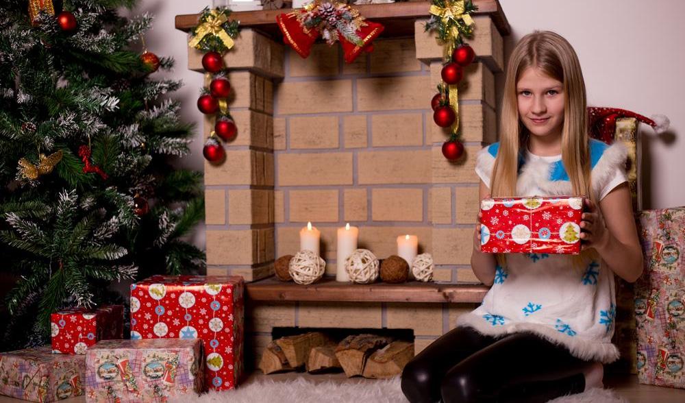 Подарки семье на Новый 2022 год - что дарить подростку (список)