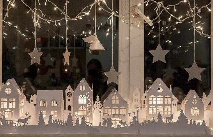Вырезалки на окна к Новому 2022 году - объемные композиции из бумаги