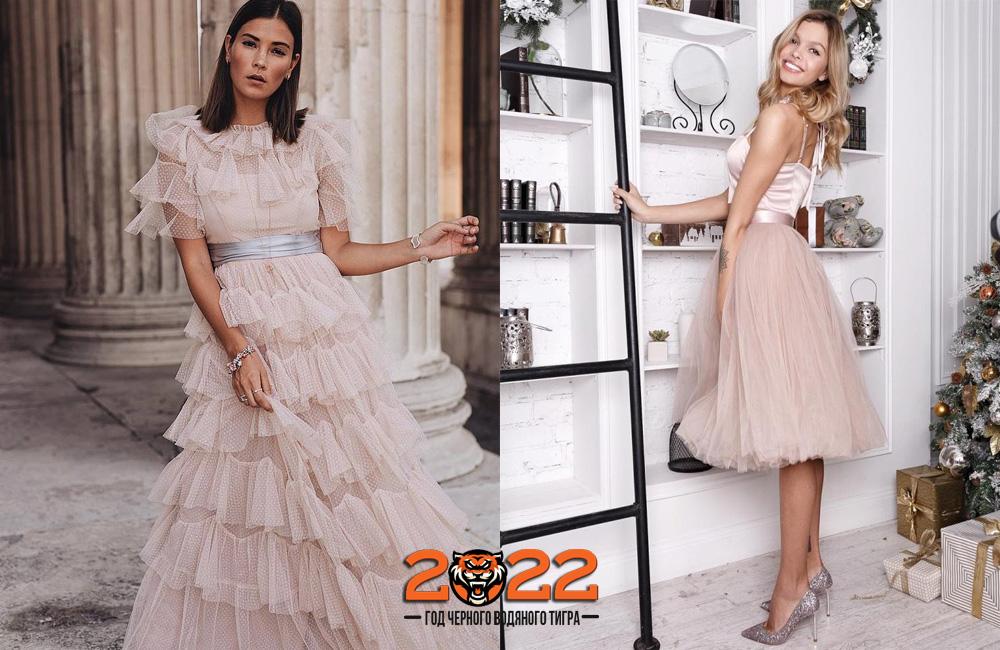 Пудровое новогоднее платье на 2022 год