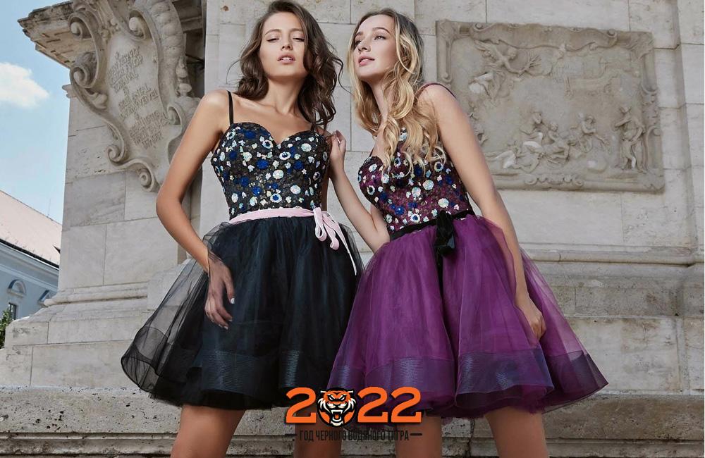 Короткое новогоднее платье на 2022 год