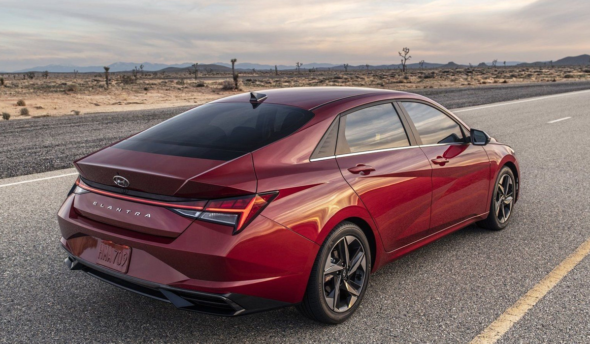 Hyundai Elantra 2021-2022 года