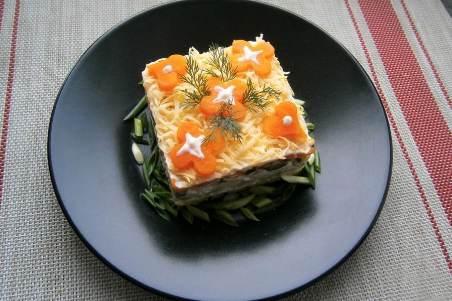 Как приготовить слоеный салат с тунцом на Новый Год 2022 - этап 10