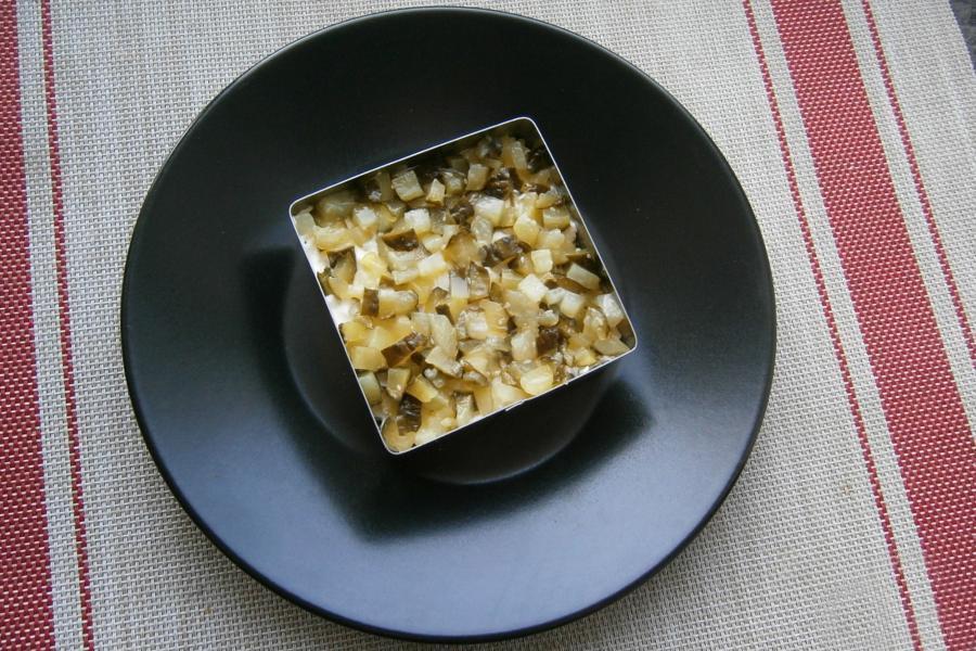 Как приготовить слоеный салат с тунцом на Новый Год 2022 - этап 7